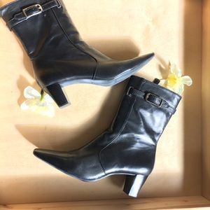 Leather Black zippered boots made in Brazil